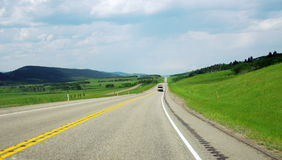 Carretera en pradera Fotografía de archivo libre de regalías