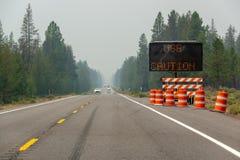 Carretera llenada humo fotografía de archivo libre de regalías