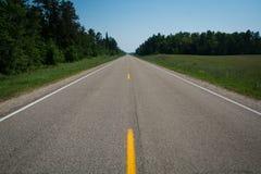 Carretera nacional de dos calles Imágenes de archivo libres de regalías