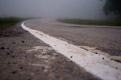Carretera nacional de niebla de enrrollamiento Fotos de archivo