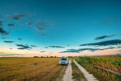 Carretera nacional de Volkswagen Polo Car Sedan Parking Near en campo del verano fotografía de archivo libre de regalías
