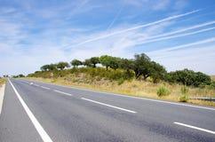 Carretera nacional en Alentejo, Portugal Fotos de archivo