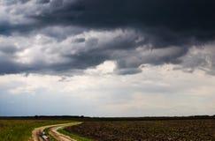 Carretera nacional que desaparece en la distancia Imagen de archivo libre de regalías