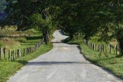 Carretera nacional vacía de la grava por completo de posibilidades Fotos de archivo