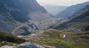 Carretera o camino de la montaña de Transfagarasan Fotografía de archivo