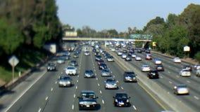 Carretera ocupada en Los Ángeles - cambio inclinable metrajes