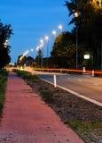 Carretera principal en crepúsculo Imagen de archivo libre de regalías