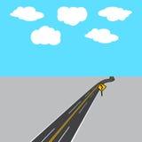 Carretera que retrocede en la distancia con las marcas blancas y amarillas, señal de tráfico Ilustración Imágenes de archivo libres de regalías
