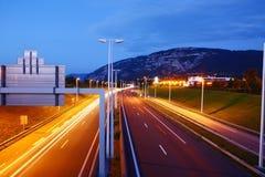 Carretera suiza en noche imágenes de archivo libres de regalías