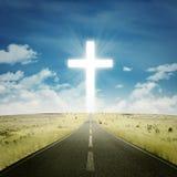 Carretera vacía con una cruz foto de archivo libre de regalías