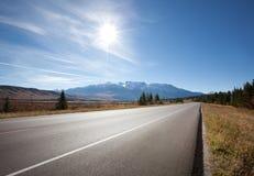 Carretera vacía en el jaspe, Canadá Foto de archivo libre de regalías