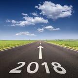 Carretera vacía a 2018 próximo en la mañana idílica Imagen de archivo libre de regalías