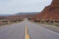 Carretera y paisaje del desierto fotos de archivo