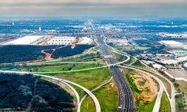 Carreteras e intercambios del camino cerca de Dallas en Tejas, Estados Unidos imagen de archivo libre de regalías