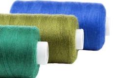 Carretes coloridos de la cuerda de rosca Imágenes de archivo libres de regalías