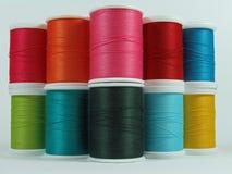 Carretes coloridos de la cuerda de rosca del algodón Imagen de archivo libre de regalías