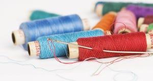Carretes de la aguja y de la cuerda de rosca Fotografía de archivo libre de regalías