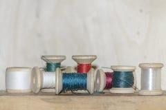 Carretes de la cuerda de rosca coloreada imágenes de archivo libres de regalías
