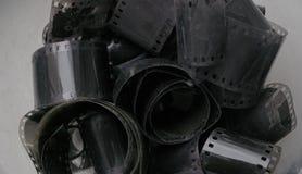 Carretes de película negativos 35m m blancos y negros antiguos imagen de archivo libre de regalías