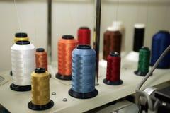 Carretes del hilo de coser Imagen de archivo