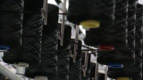 Carretes del hilo en la producción del movimiento almacen de video