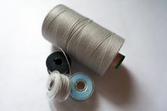 Carretes del hilo grises, blanco, azul Foto de archivo libre de regalías