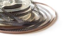 Carretes viejos con la película blanco y negro y la cinta magnética Fotos de archivo libres de regalías