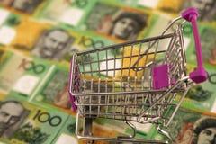 Carretilla de las compras con el dinero australiano Fotos de archivo libres de regalías