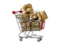 Carretilla de las compras con los presentes aislados Fotos de archivo libres de regalías