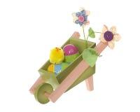 Carretilla de rueda de la decoración de Pascua con los huevos y el polluelo Fotografía de archivo