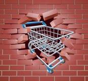 Carretilla del carro de la compra que rompe la pared Imagenes de archivo