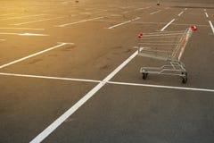 Carretilla del supermercado de las compras Imagenes de archivo