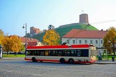 Carretilla en calle de la ciudad de Vilna el 12 de octubre de 2014 Fotos de archivo