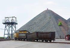 Carretilla en yarda de la mina Imágenes de archivo libres de regalías