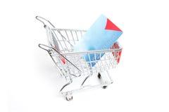 Carretilla miniatura de las compras Fotos de archivo