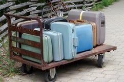 Carretilla vieja de la maleta Fotografía de archivo libre de regalías