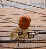 Carretilla y cuerdas Fotografía de archivo libre de regalías