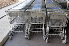 Carretillas de las compras del supermercado Foto de archivo libre de regalías