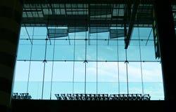 Carretillas y ventana del equipaje Fotos de archivo