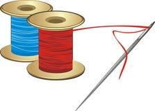 Carretéis com linhas e agulha Imagens de Stock