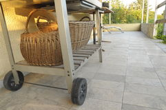 Carretto del barbecue con i canestri Immagine Stock