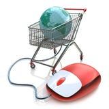 Carretto del supermercato con acquisto di Internet del topo e del globo del computer Fotografia Stock Libera da Diritti
