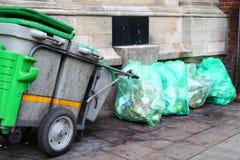 Carretto dell'immondizia della via Fotografie Stock Libere da Diritti