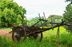 Carretto di legno stagionato sulle pianure di Bagan Fotografia Stock Libera da Diritti