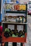 Carretto di vendita della frutta fotografie stock