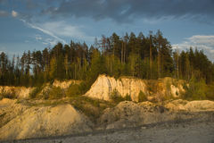 Carrière de sable abandonnée par paysage d'été Images stock