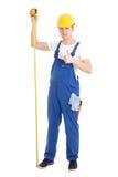 Carrièreconcept - mensenbouwer in de blauwe eenvormige kraan van de holdingsmaatregel Royalty-vrije Stock Foto's