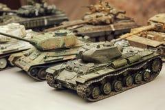 Carri armati sovietici miniatura del giocattolo di modello Modelli militari del panzer del carro armato del vario cammuffamento fotografie stock libere da diritti
