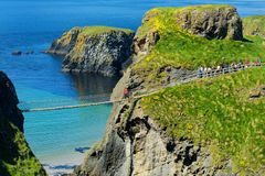 Carrick-a-Rede Rope Bridge, famous rope bridge near Ballintoy in County Antrim, linking the mainland to the tiny island of Carrick stock photography