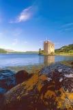 Carrick slott, fjord Goil, Skottland Royaltyfri Fotografi